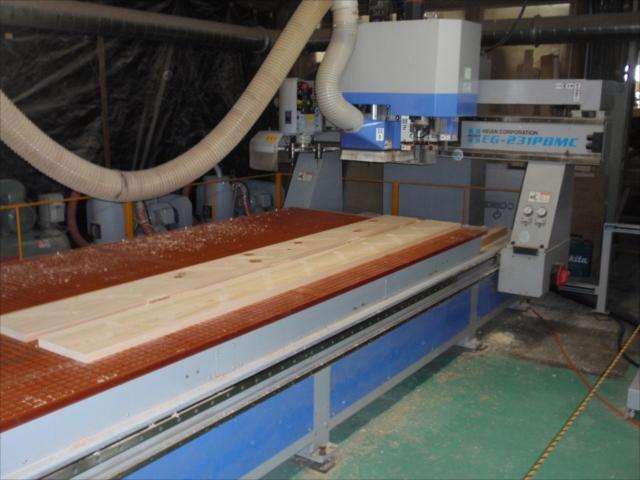 桧の階段 側板の大入加工(箱階段) NC加工機(平安コーポレーション)